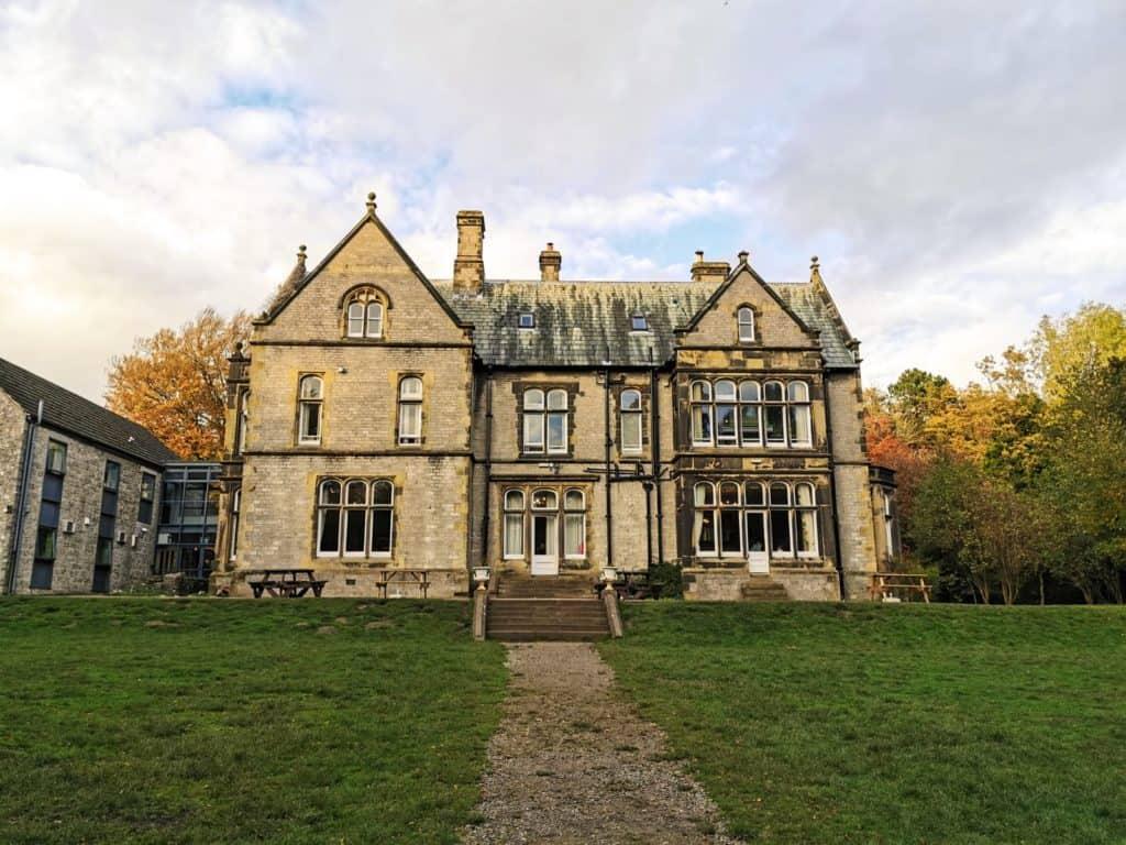 yha castleton lose hill hall in castleton village peak district