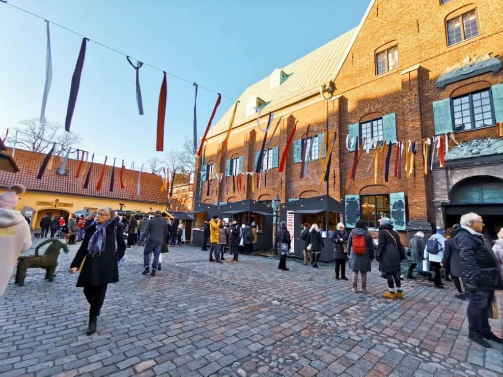 crowds of people outside kronhuset christmas market in sweden