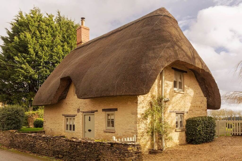 Asphodel Cottage in cotswolds airbnb with thatched roof