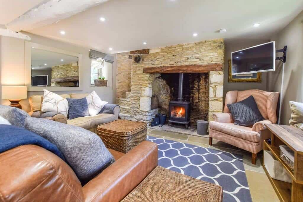 Beehive Cottage in Poulton Cotswolds airbnb house with log burner