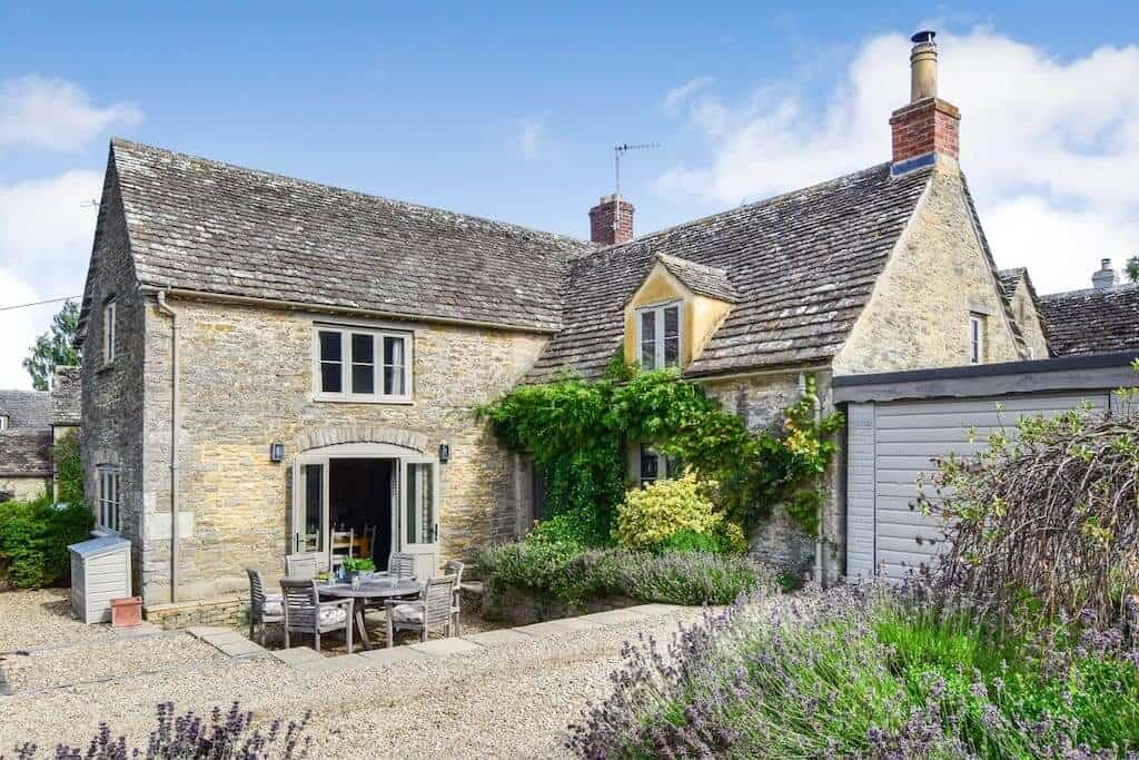 Beehive Cottage in Poulton Cotswolds airbnb house