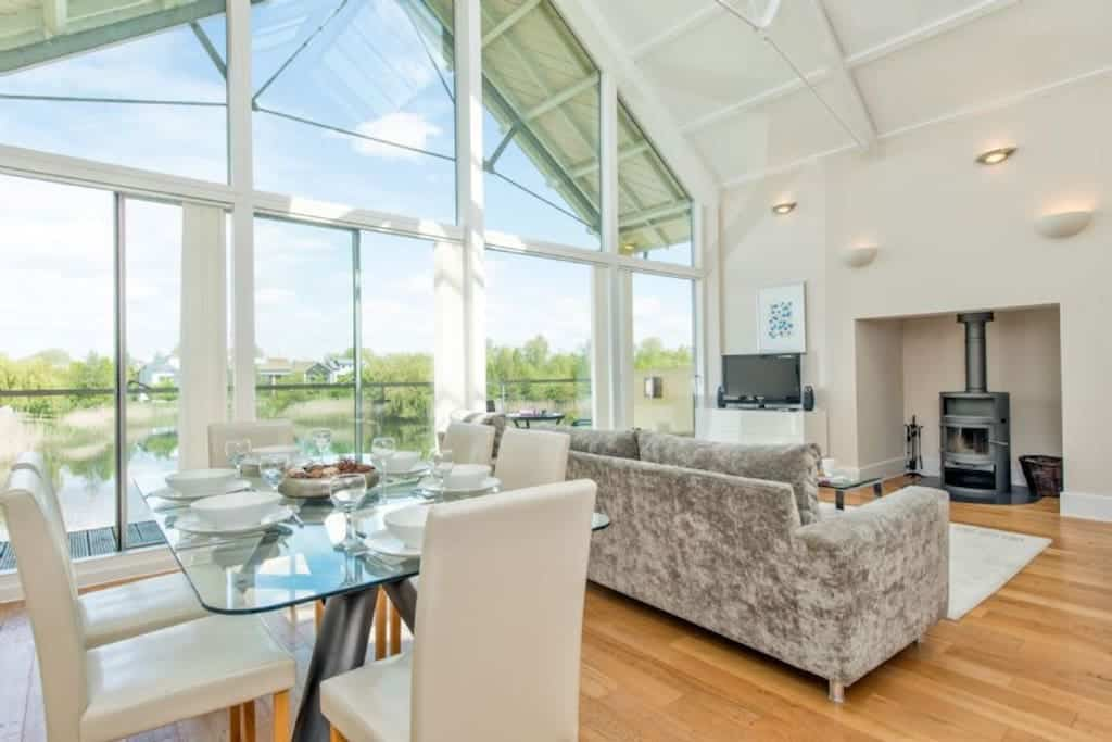lakeside lodge in airbnb cotswolds in somerford keynes puffin house