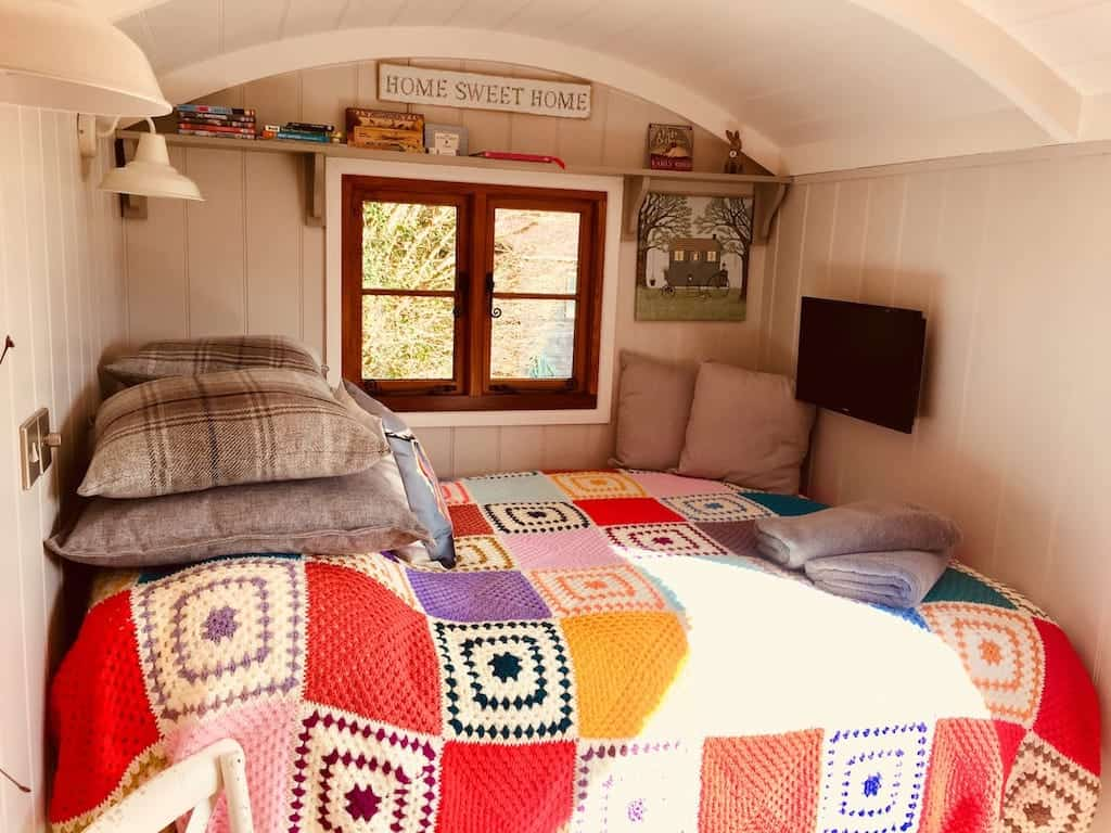 airbnb new forest glamping New Forest huts pods