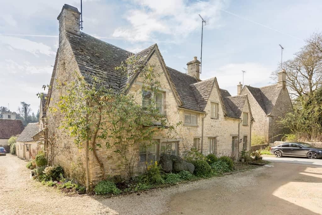 Bibury cottage cotswolds airbnb