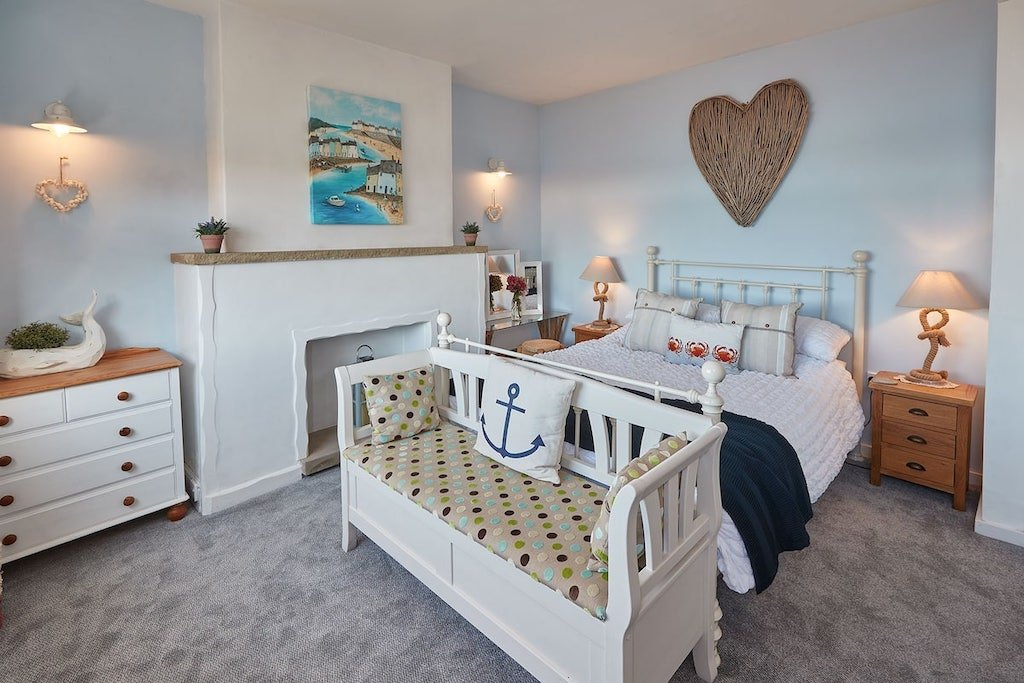 beach airbnb whitby accommodation