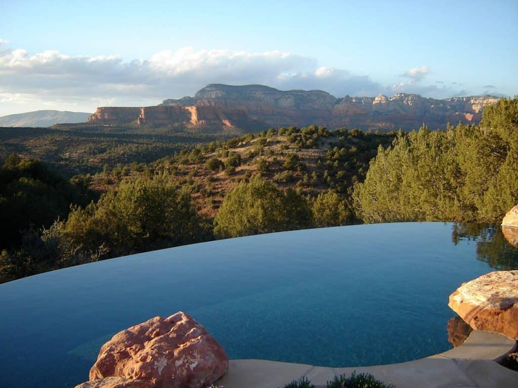 sedona lodging with infinity pool and views of arizona