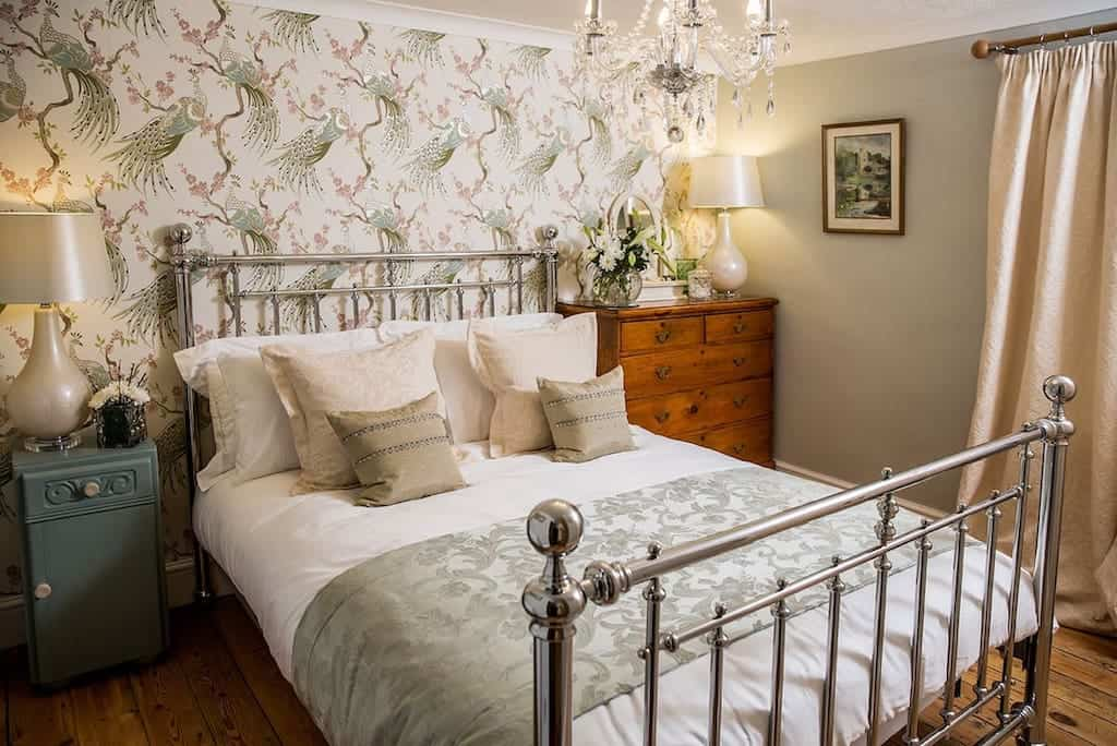 Cotswolds airbnb winchcombe village cottage