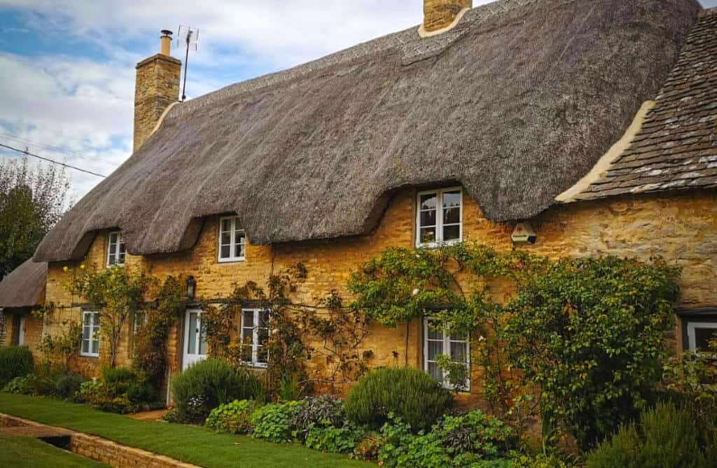 cotswolds cottage with hot tub
