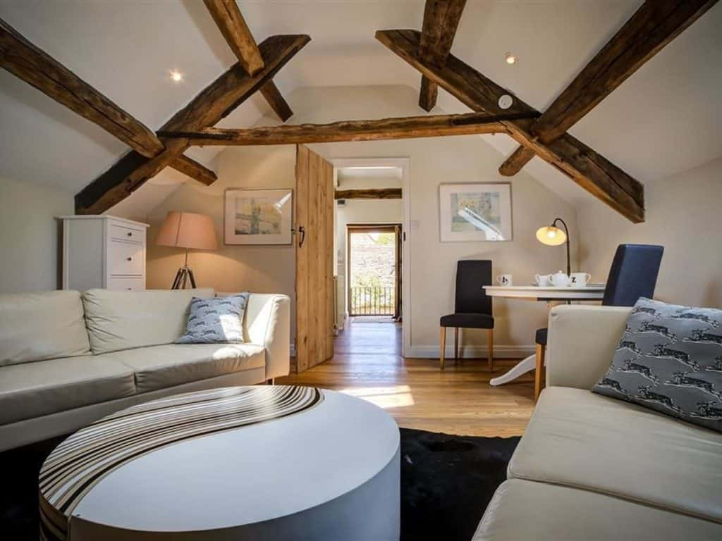 beams on ceilings of hayloft airbnb cotswolds loft in barn conversion