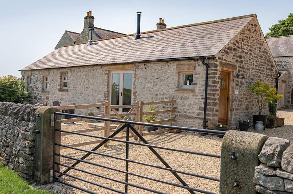 airbnb in peak district cottage rental