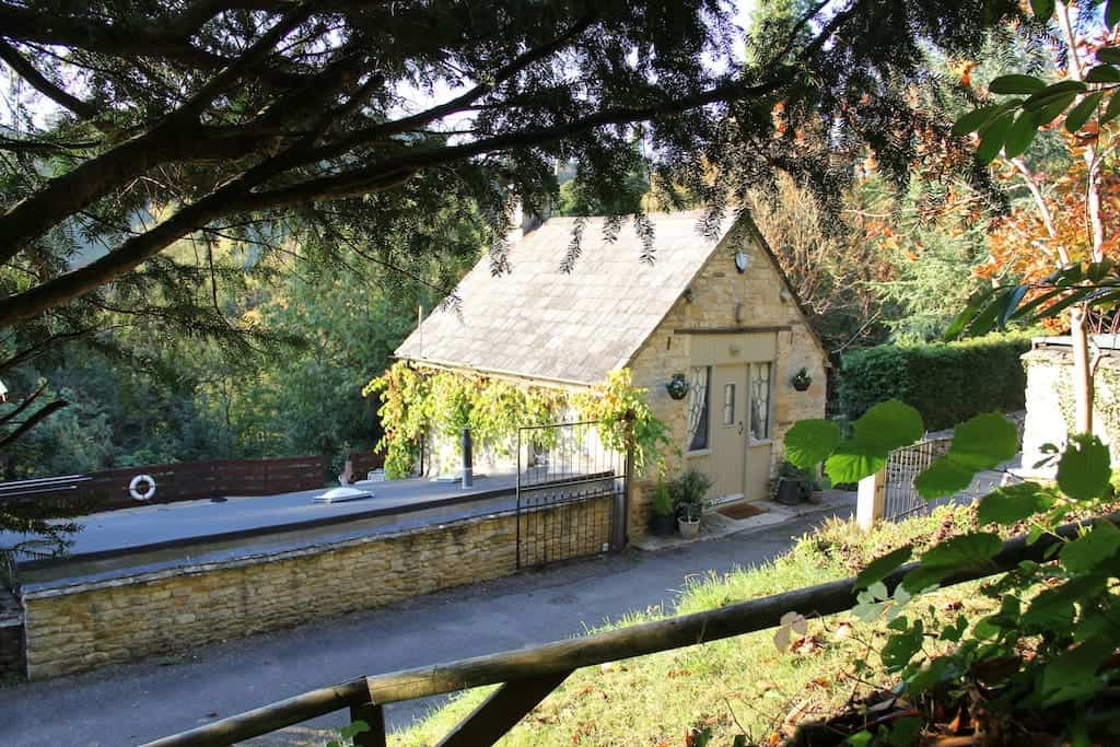 cottages with hot tubs cotswolds