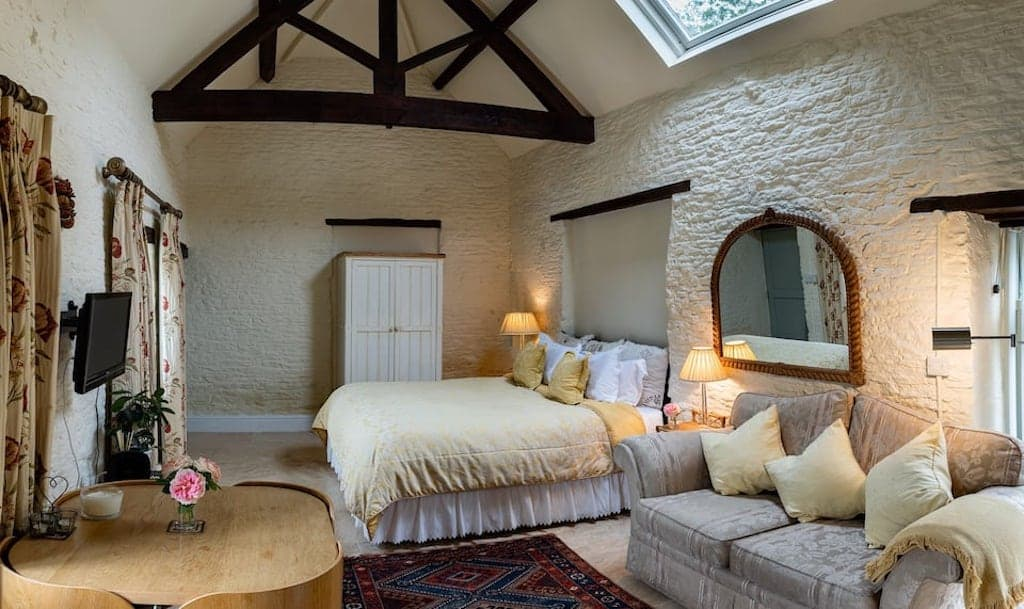 cotswolds airbnb in castle combe village