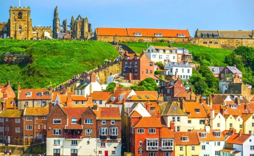 whitby holiday cottages in england
