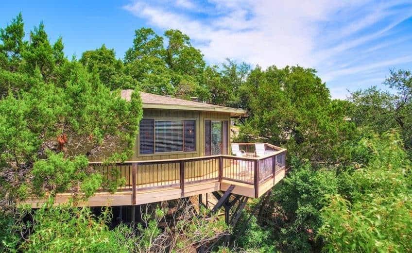 austin treehouse hotel treehouse austin airbnb